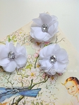 IMPERFECT Petite flower pair  - white. 4cm