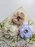 Petite flower pair. 3cm. Neutral
