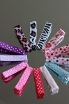 Small, patterned alligator clips. Grosgrain. x 1