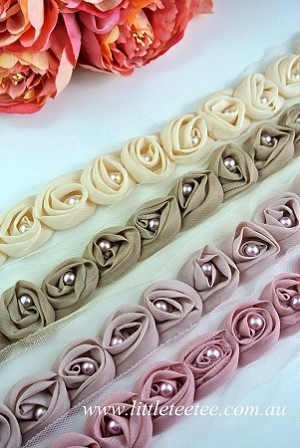 BULK BUY! Rosettes & pearls on mesh. 7.5 yards