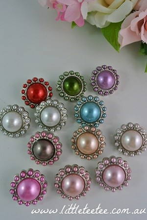 IMPERFECT Round pearl buttons. Acrylic. x1