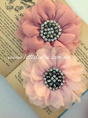 Empress beaded flower x 1. Baby Pink